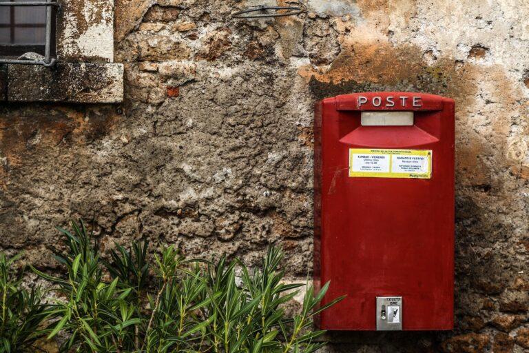 Cartoline a colazione cassetta lettere, cassetta rossa, posta