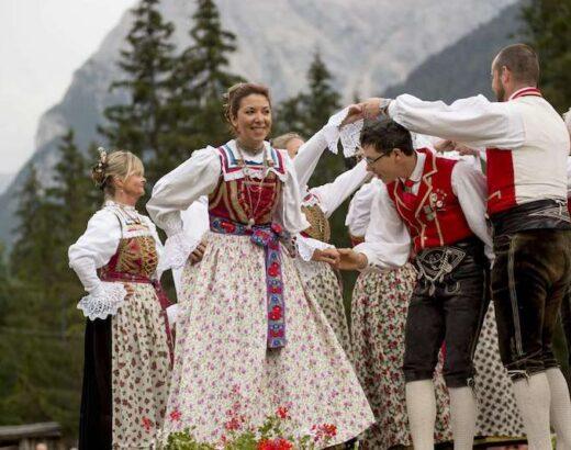 vestito tipico gruppo di ballo canazei