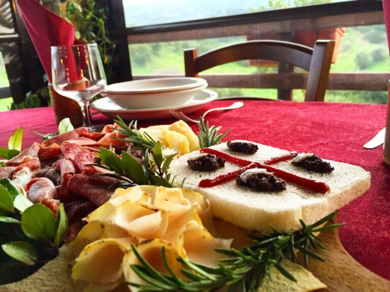 Tagliere sardo con formaggi e salumi