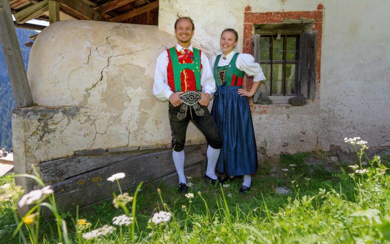 Vestito tipico del gruppo di ballo popolare di Selva santa cristina val gardena
