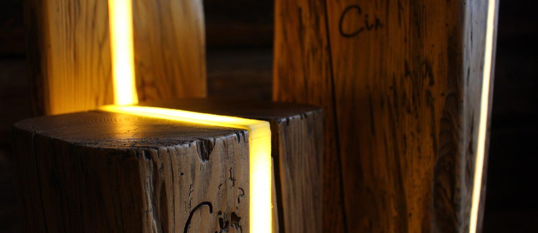 """Le """"Luci delle Dolomiti"""" – da antichi tronchi nascono lampade di design"""