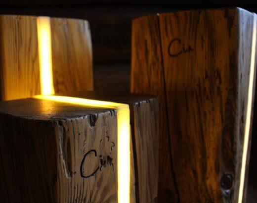 Cir le lampade di legno